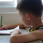 喜歡拿筆寫字的小孩更聰明