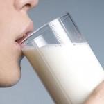 喝牛奶防骨鬆? 這三種食物含鈣量比牛奶高