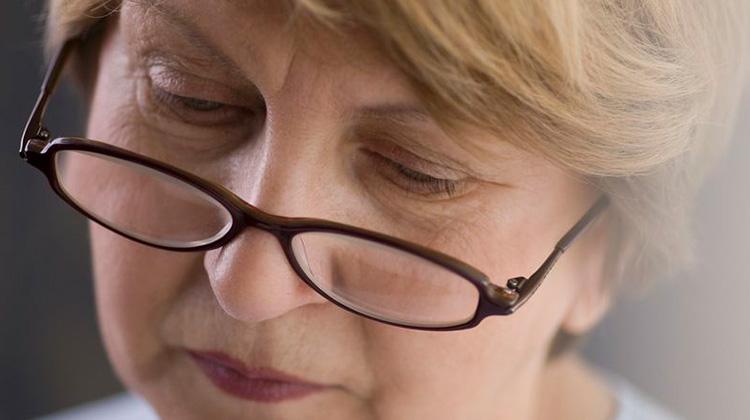 視力下降、視覺扭曲 當心視網膜黃斑部皺摺