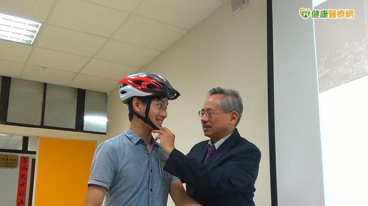 騎腳踏車不戴安全帽 輕撞頭也可能記憶變差