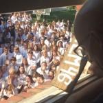 網路瘋傳》「愛」使我們彼此連結 老師罹癌過世前 400人聚家門前唱詩打氣感動千萬人