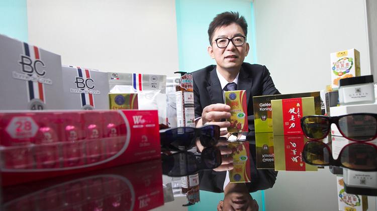 購物台天王的百億銷售傳奇 「大叔」魅力讓師奶、知名廠商都找上門