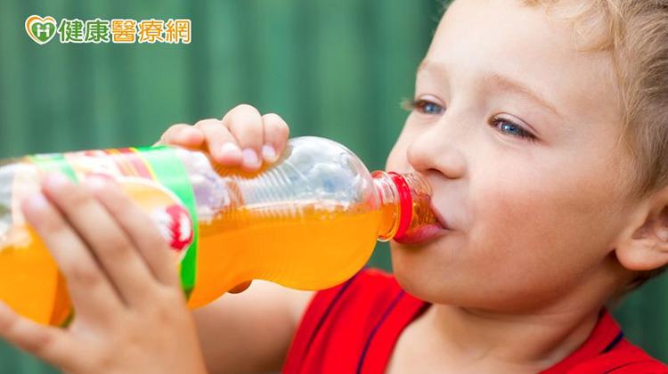 小孩愛喝含糖飲料 糖尿病越早發生越慘!