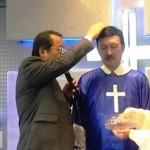曾鐵齒說絕不信耶穌 余天帶領余帝受洗 全家族歸主