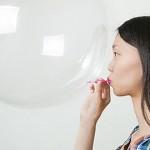 吃酸梅、塗萬金油… 這些偏方可以消除胃脹氣嗎?