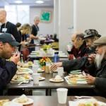 3,000份火雞大餐上桌! 只為讓遊民知道,他們並沒有被忘記