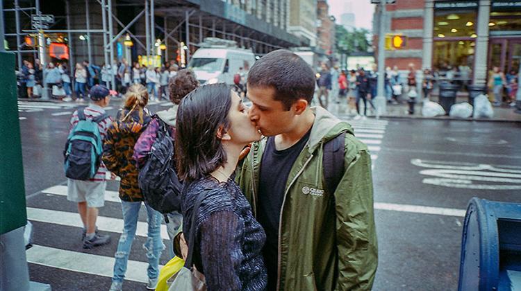 【閃光特輯】愛的那一刻!紐約攝影師拍下了街頭上出現的相愛的證據