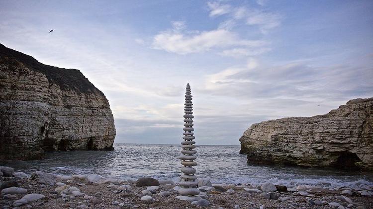 【療癒創作】你小時候也會這樣玩!用幾顆石頭和幾片葉子就變出自然藝術品