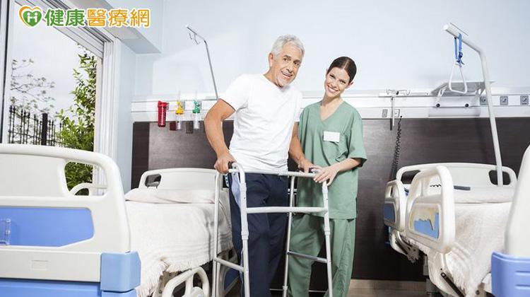 住院應「少下床多休息」嗎? 你錯了!
