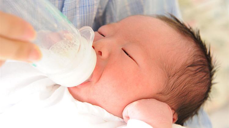 一位母親捐出14加侖的母乳