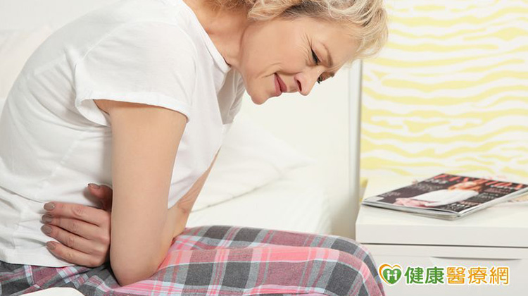 她上腹痛以為胃病 沒想到竟是這病引起