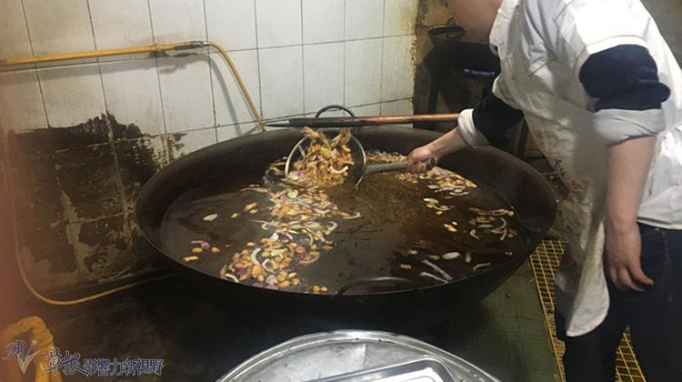 紅豔豔、熱辣辣四川火鍋底料的正宗炒法
