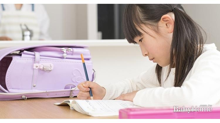 握筆器、筆袋塑化劑超標400倍!孩子長期接觸恐性早熟