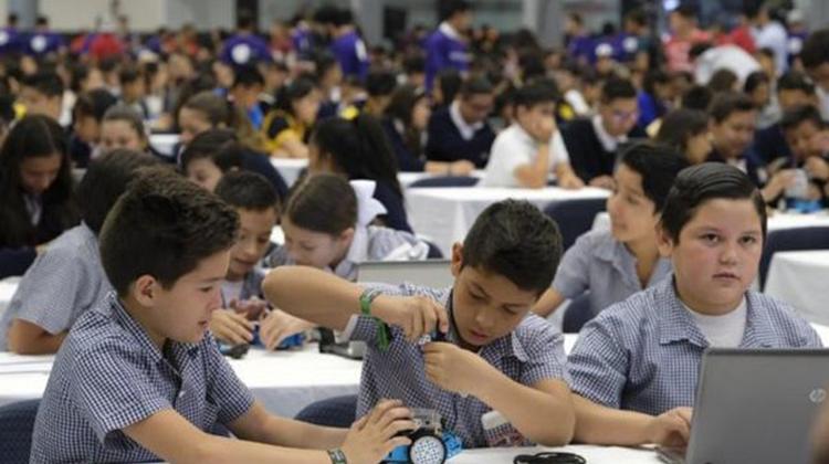 Makeblock攜墨西哥Jalisco教育部創世界最大機器人課程吉尼斯紀錄
