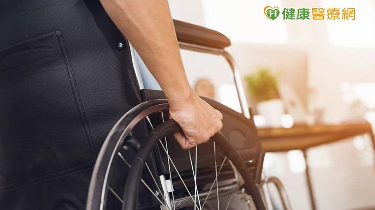 脊椎骨折竟導致下肢癱瘓! 微創骨泥灌漿術可避免