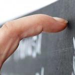 為何指甲刮黑板的聲音會讓你很不舒服?