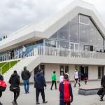 鹿特丹的多功能體育館,室內有吧台 屋頂兼看台