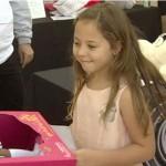 加州大火災民挺身而出 失去家園的小女孩募集玩具 大人預備感恩節千人宴
