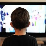 據統計父母每小時跟小孩說940個字,但看電視時驟降到770個字!小心3C無助語言學習