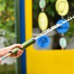 10步驟完成竹筷槍!丟沙包、踢毽子……你還玩過哪些古早童玩?