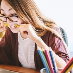 """如何應對導致年輕女孩焦慮的""""獨特壓力"""""""