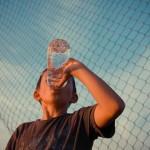多喝水幫助孩子免於過胖侵襲
