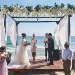 為何有那麼多新人不遠千里、跑到遙遠海島舉辦婚禮?帶你一窺海島婚禮的神奇魅力