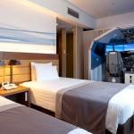 酒店房間配備飛行模擬器,仿佛睡在駕駛艙受享受起飛降落的天空