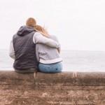 【如何幫助另一半面對悲傷】美國婚姻諮商師建議一種「觸覺療癒」、別說「不要哭」