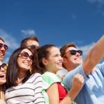 年輕人不愛家?全球調查:C世代最想買房和結婚,追求成功但對未來焦慮