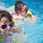 協助孩子學會游泳