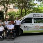 壽星生日藏驚喜 兄弟姐妹合作捐社福團體復康巴士