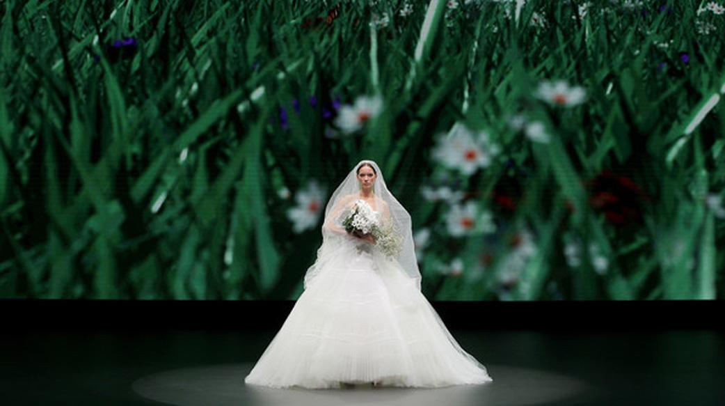 數碼版 Valmont 巴塞隆拿新娘時裝週振興婚嫁時裝業