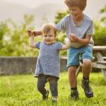 幫助孩子學會關懷的四個關鍵時期