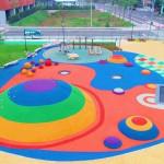 繽紛特色跳跳糖公園開放了,親子彩虹彈跳超歡樂