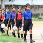 印度學生用塑膠垃圾繳上課學費