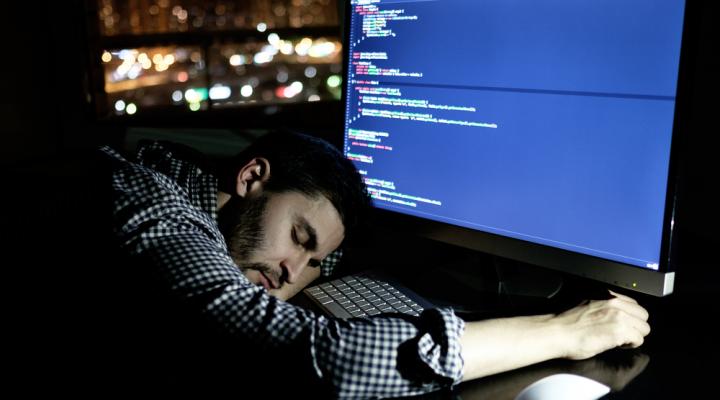 軟體工程師低薪又爆肝-720x400-1
