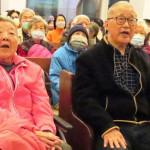 夫妻一罹癌一失智 結縭57年王建煊蘇法昭領唱〈我知誰掌管明天〉 傳遞信心與盼望