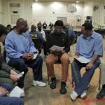 受刑人集體籌資幫助高中生