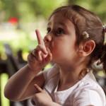 如何修正孩子不友善的行為?