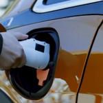 車廠狂瘋電動車,不只因為環保