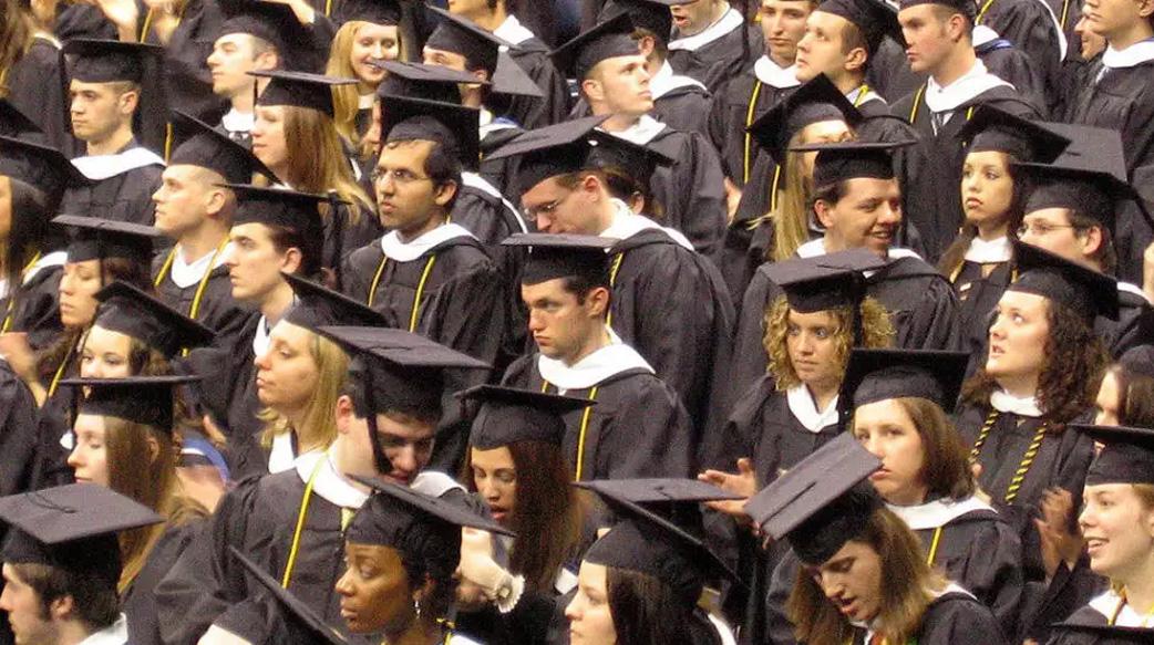 桑德斯推上大學免學費!伸手跟華爾街要「金融交易稅」的他,想得太簡單了嗎