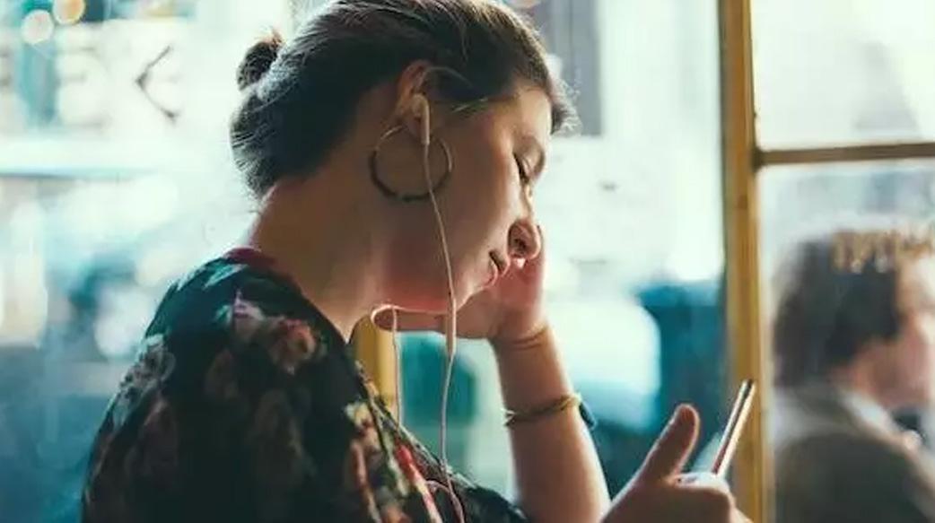 【利用零碎時間充實自己】推薦 8 個 Podcast 節目:大人的 Small Talk、女力心聲、Before Midnight⋯⋯